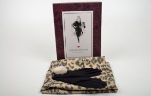 Something Special Classic Wool Glove and Scarf set